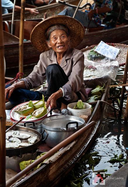 floating market vendor copyright Aloha Lavina