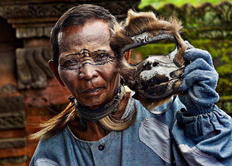 Balinese dancer with Hanuman mask copyright Aloha Lavina