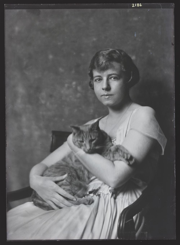 Cluett, Marjorie, Miss, with Buzzer the cat, portrait photograph