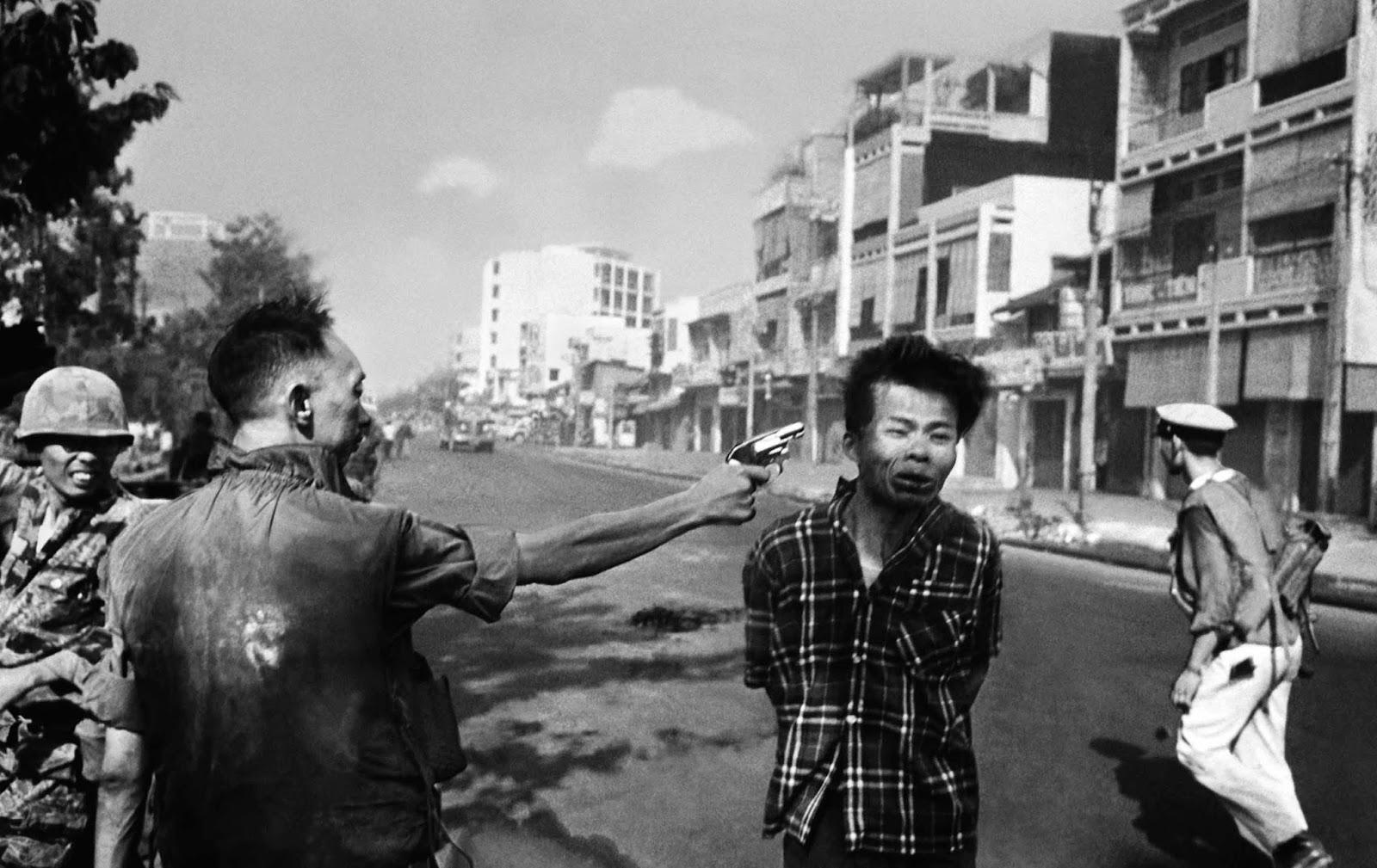 Rough Justice on a Saigon Street - Eddie Adams