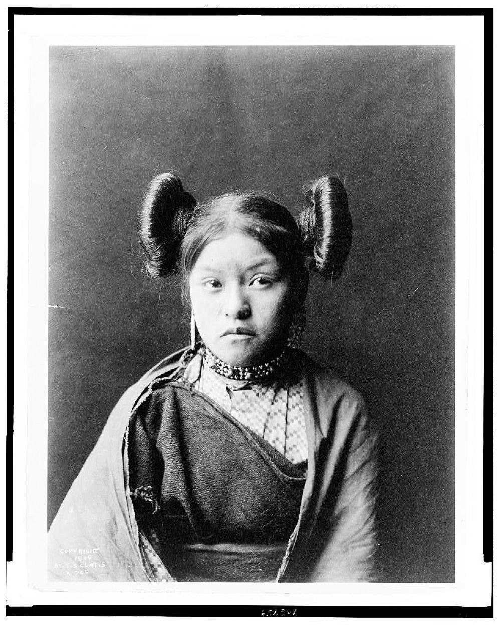 [Gobuguoy, Walpi girl, half-length portrait