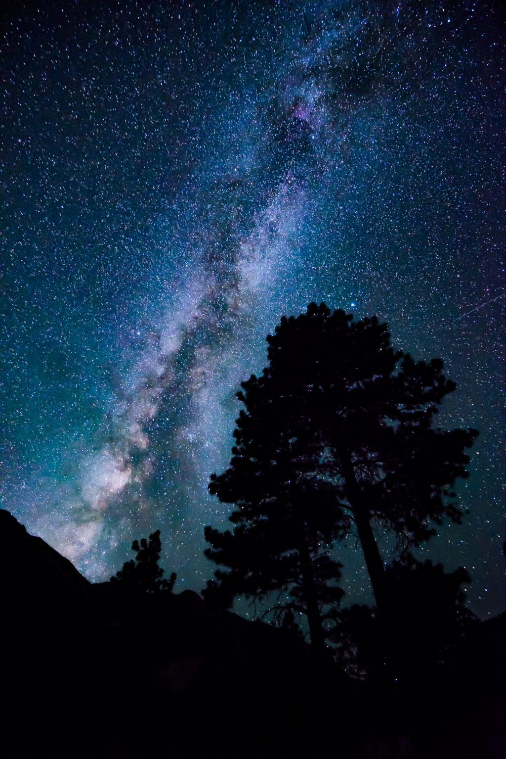 a silhouette is great foreground for astrophotography for beginners