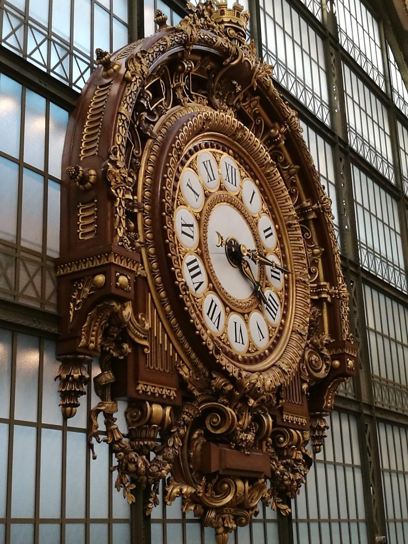 clock outside vintage